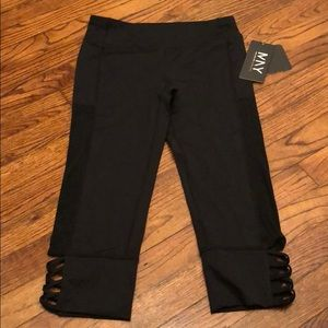 NWT. Marc NY black Capri leggings. Size small.